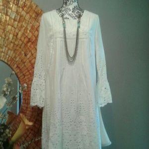 WHITE COTTON EYELET DRESS SIZE M
